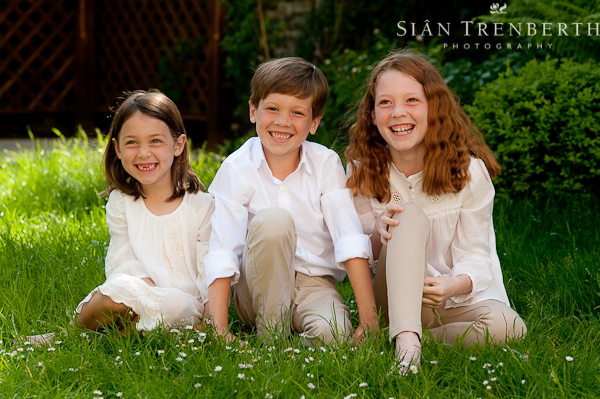 brother_and_sisters_family_portraits_photographer_cardiff
